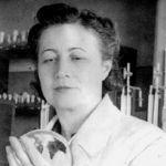З.В. Ермольева в лаборатории 1920-е годы