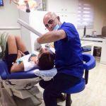 Доктор Хасан Агбария в одной из своих клиник в Израиле