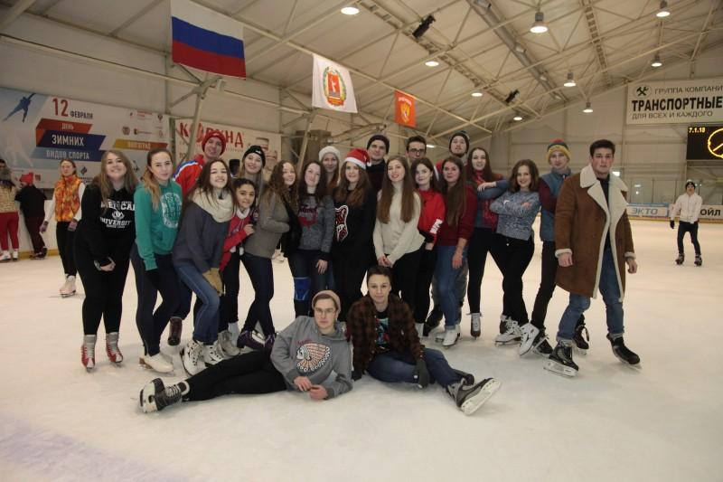 ВолгГМУ встретил Рождество на ледовом катке