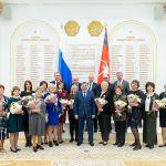 Андрей Бочаров вручил высокие награды медработникам Волгоградской области